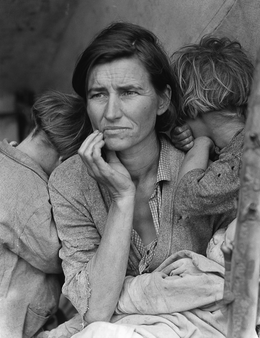 Dorothea Lange, <em>Destitute pea pickers in California. Mother of seven children. Age thirty-two. Nipomo, California.</em>