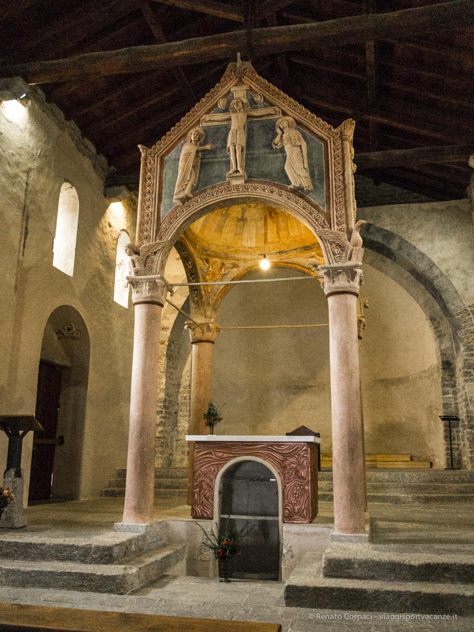 Il ciborio sopra l'altare